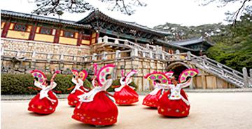 韓國世界文化遺產巡禮活動是遊覽韓國觀光公社所推薦的15處景點並取得紀念圖章的認證活動。