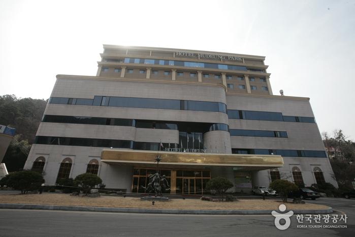 Hotel Mudeung Park (무등파크호텔)