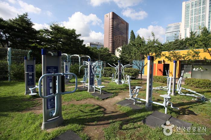 Seosomun Park (서소문근린공원)