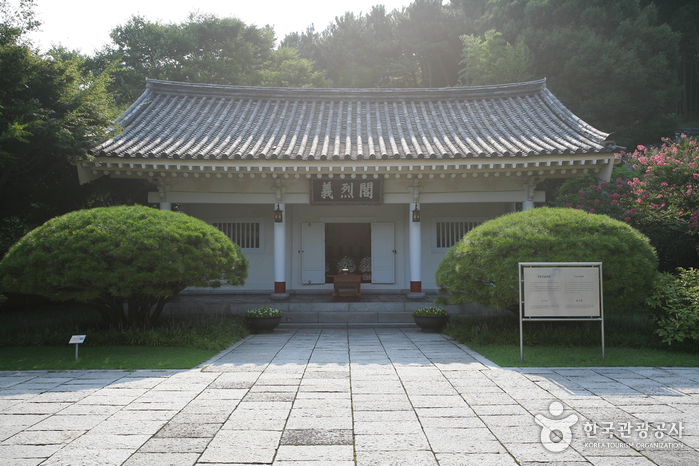 Мемориальный храм Чхуннёльса в Пусане9