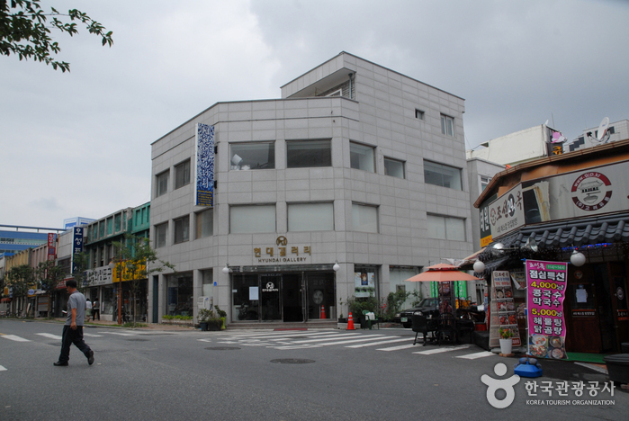 Hyundai Gallery (현대갤러리)