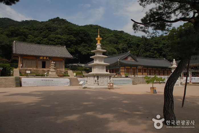 Sudeoksa Temple ()