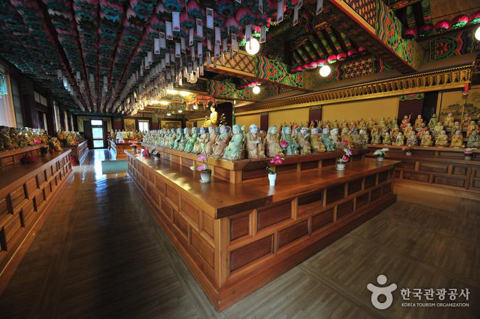 Храм Якчхонса на Чечжудо (약천사(제주))10