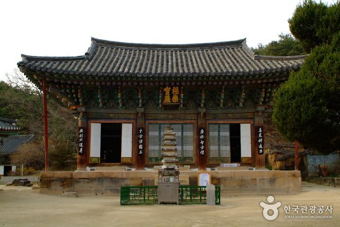 Silleuksa Temple (신륵...