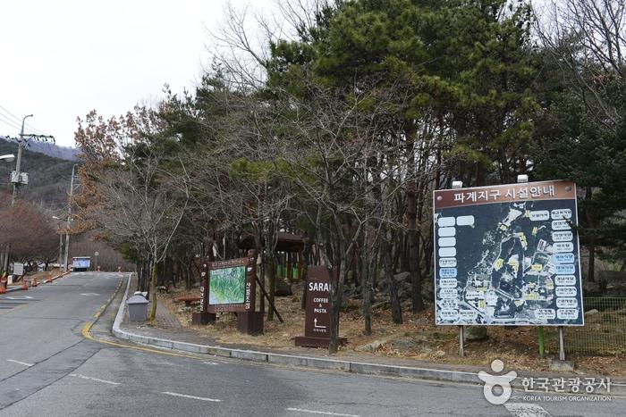 Palgongsan Natural Park (Pagyesa Temple District) (팔공산자연공원 (파계사지구))