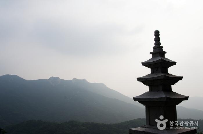 석굴암 삼성각 앞 삼층석탑
