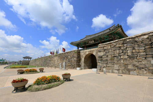 Seosan Haemieupseong Fortress Festival (서산해미읍성역사체험축제)