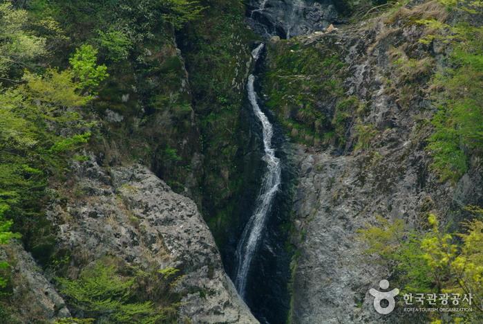 威鳳瀑布(위봉폭포)