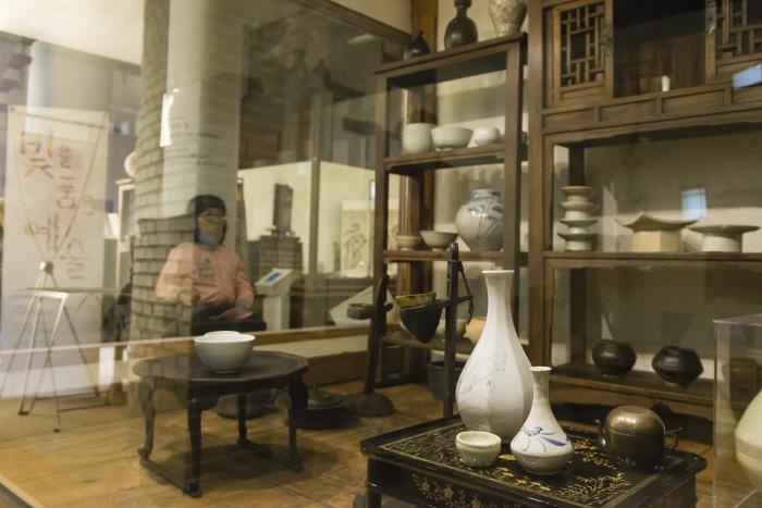한국등잔박물관 (1층 전시실)