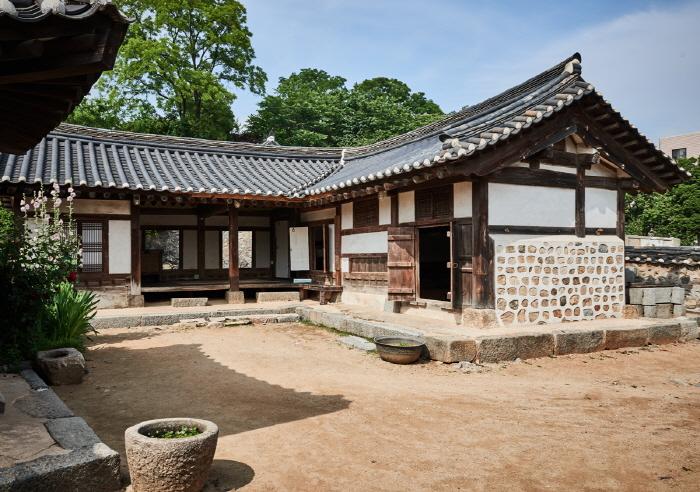 Yongheunggung Palace (용흥궁)
