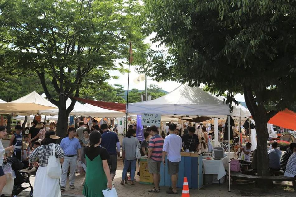 매주 토요일 노동당사 광장에서 철원DMZ마켓이 열린다. _사진 제공 철원군농업기술센터