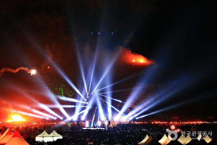 Фестиваль огня на Чечжудо (제주들불축제)3