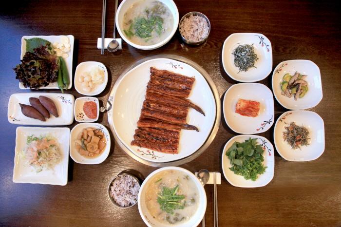 Yong Resaurant (용장어 요리전문점)