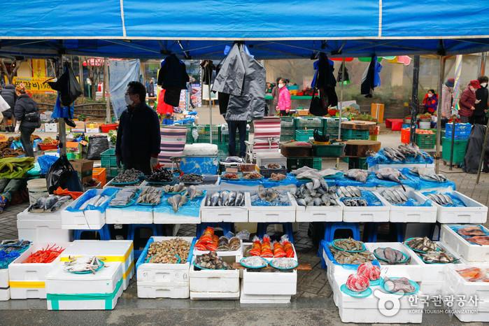 Volksflohmarkt Chuncheon (5-Tage-Markt) (춘천 풍물시장 / 풍물장 (2, 7일))