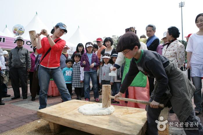 Reiskuchen- und Spirituosen-Festival in Gyeongju(경주 떡과술잔치)