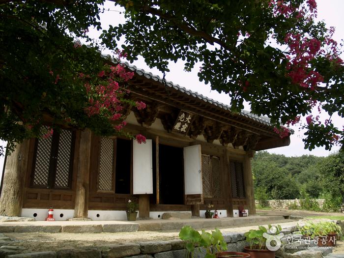 Gwisinsa Temple (귀신사...