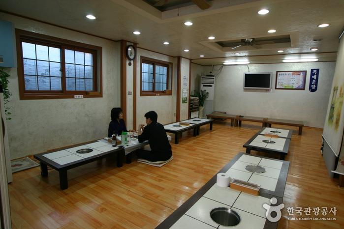 ユイル大蟹フェセンター(유일대게 회센터)