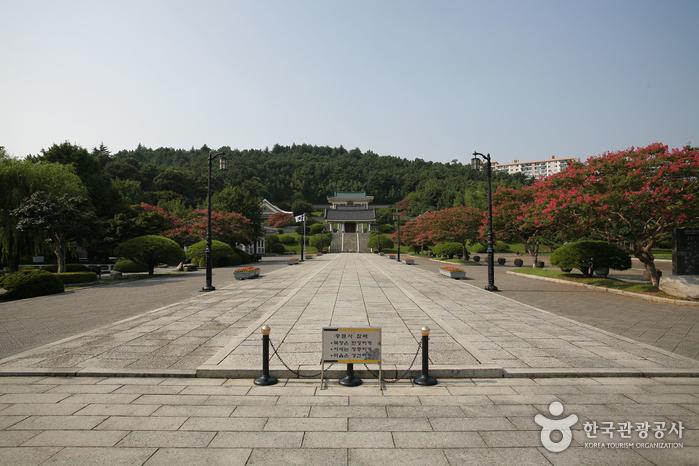 Мемориальный храм Чхуннёльса в Пусане8