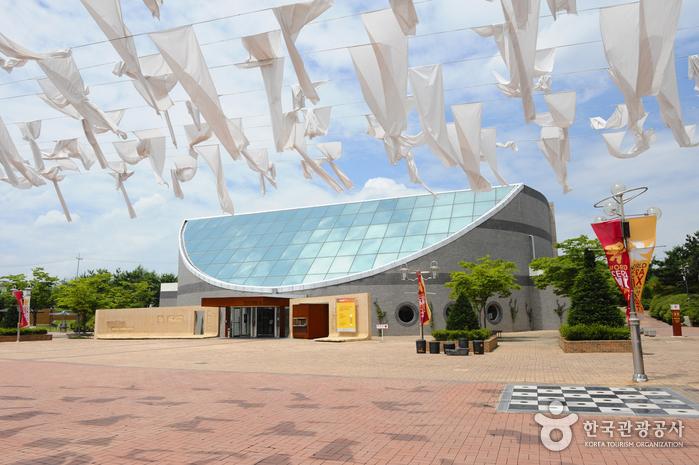 Bandal Art Museum - Yeoju Dojasesang (반달미술관 - 여주세계생활도자관)
