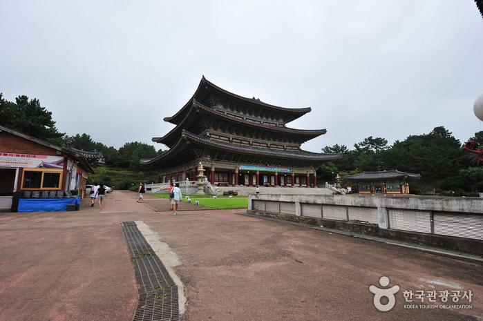 Храм Якчхонса на Чечжудо (약천사(제주))9