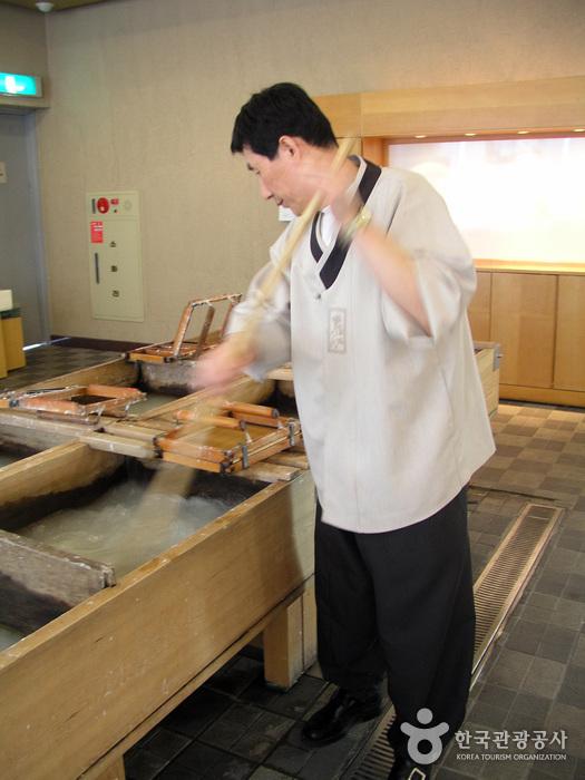 Jeonju Hanji Museum (전주한지박물관)