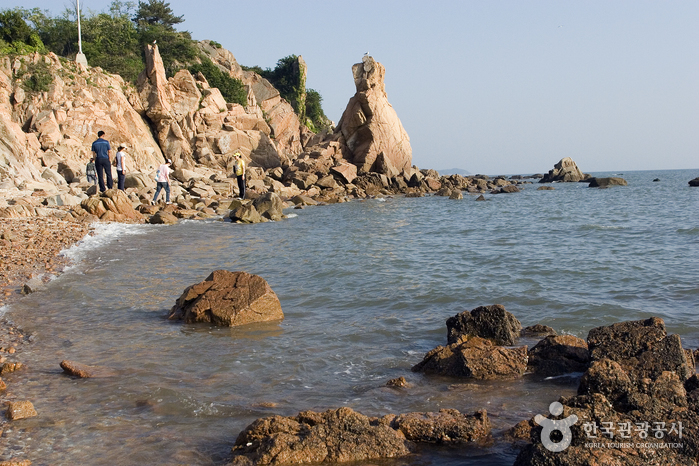 Seonnyeo (Fairy) Rock Beach (선녀바위)