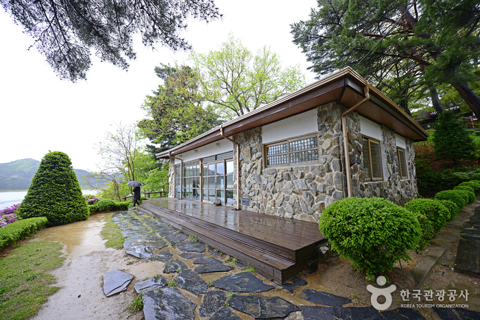 Villa of Rhee Syngman (이승만별장(고성))