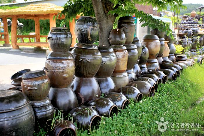 Onggi-Dorf Oegosan (외고산옹기마을)