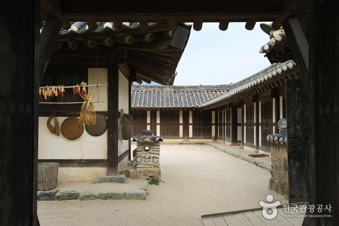 Casa del Aristócrata Choi (최참판댁)35