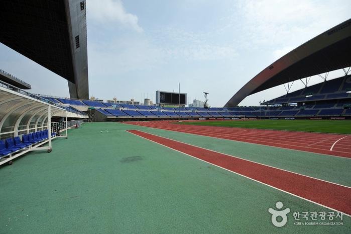 Стадион Чемпионата мира по футболу в Кванчжу (광주월드컵경기장)4