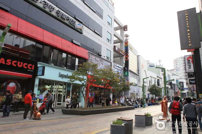 La Rue Gwangbok-ro (Culture et Shopping) (광복로문화패션거리)