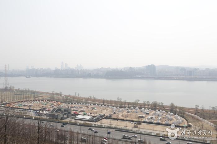 Парк Нанчжи на реке Ханган (площадка для кемпинга Нанчжи) (난지한강공원)