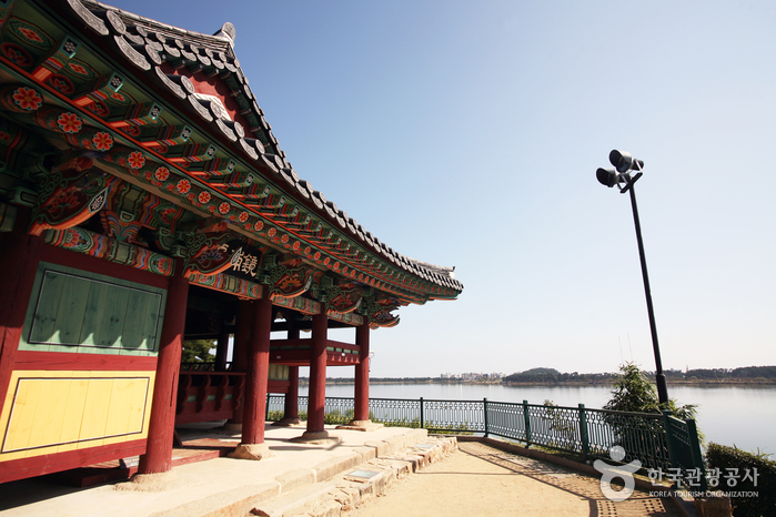 鏡浦台(경포대)