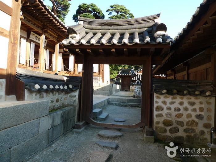 江陵船橋荘(강릉 선교장)