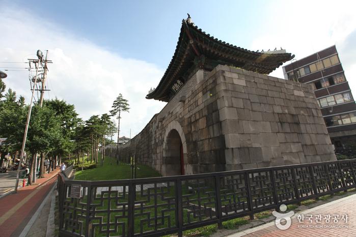 Porte Gwanghuimun (광희문)
