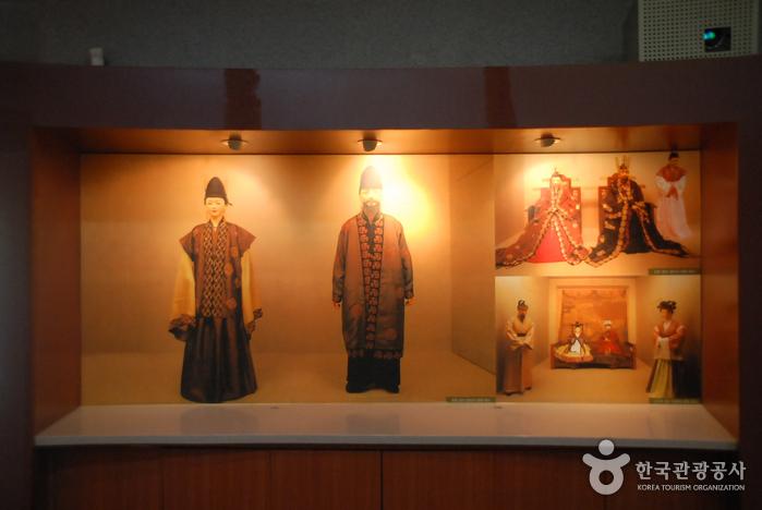 Buyeo Neungsan-ri Ancient Tombs [UNESCO World Heritage] (부여 능산리 고분군 [유네스코 세계문화유산])