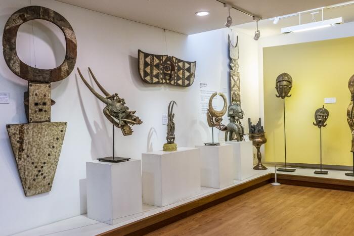 아프리카의 문화를 엿볼 수 있는 영월아프리카미술박물관 전시실