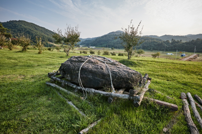Hwasun Dolmen Site [UNESCO World Heritage] (화순 고인돌군 유적 [유네스코 세계문화유산])