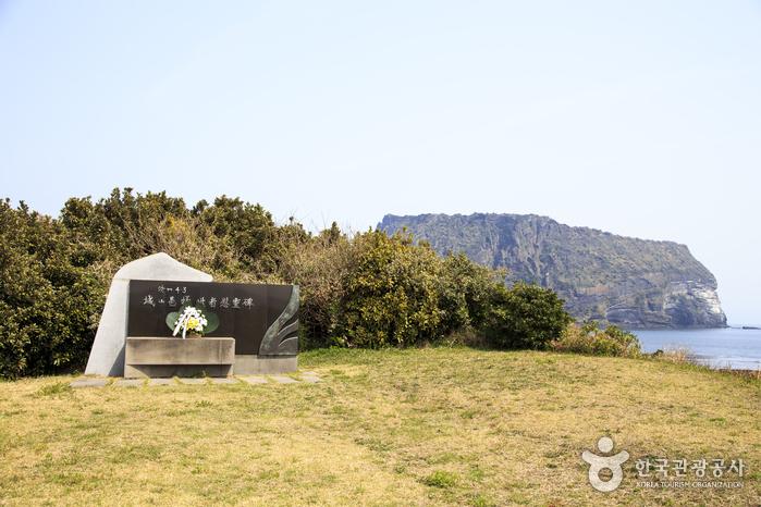 제주4·3 유적지인 광치기 해변의 터진목