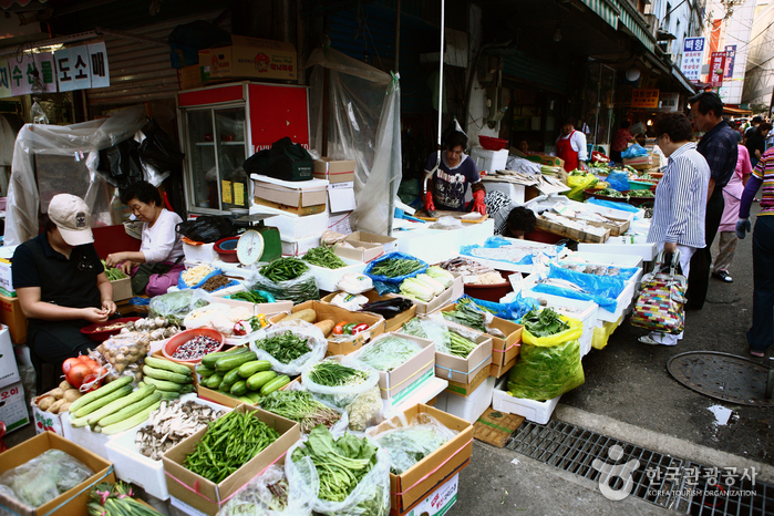 Namdaemun Market ( )
