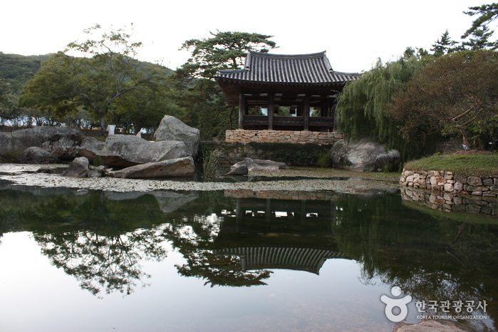 Pavillon Seyeonjeong Insel Bogildo (보길도 세연정)