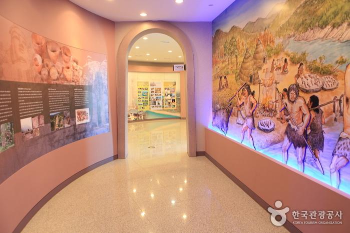 磨崖先史遺跡展示館(마애선사유적전시관)