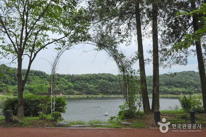 Seolbong Park (설봉공원)