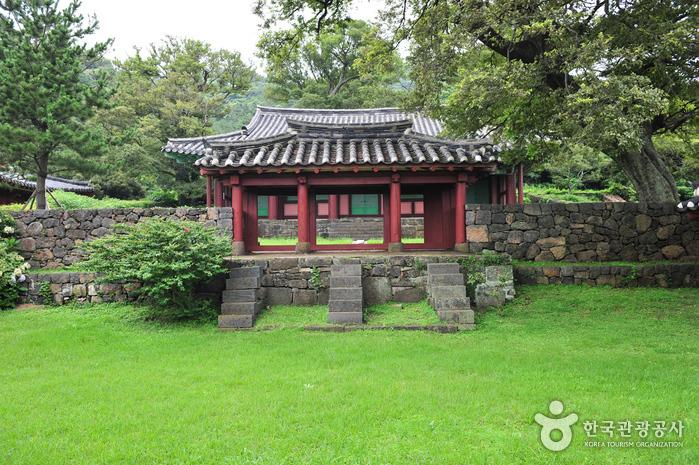 Daejeonghyanggyo Confucian School (대정향교)