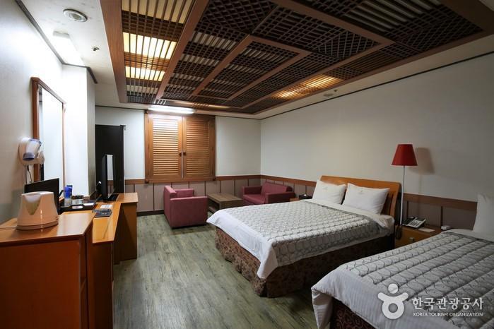 Business Hotel Renesance [Korea Quality] / 비즈니스 호텔 르네상스 호텔 [한국관광 품질인증]