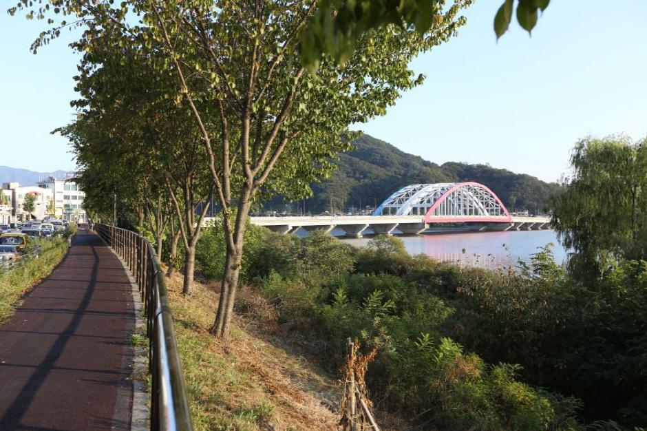 衣岩湖自転車道(ポムネキルコース)(의암호자전거길(봄내길코스))
