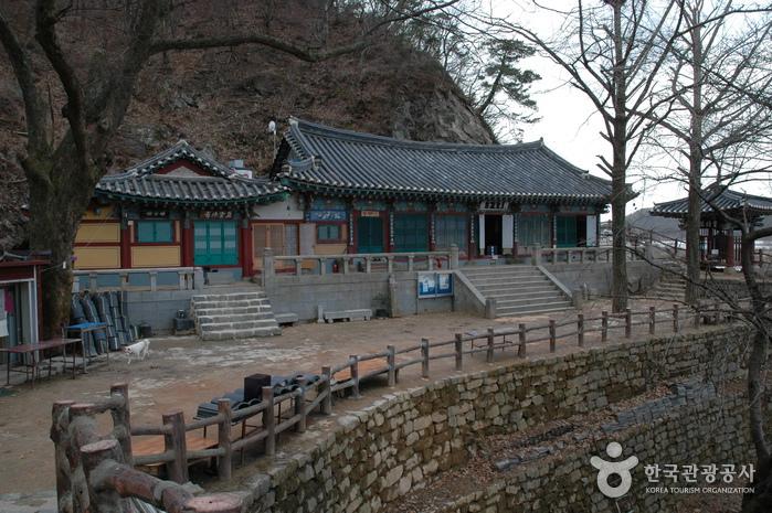 Буддийский храм Коранса (Источник Коран яксу) 고란사(고란약수)