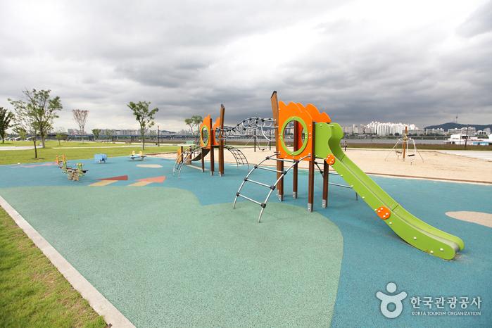 Yeouido Hangang Park (한강시민공원 여의도지구(여의도한강공원))