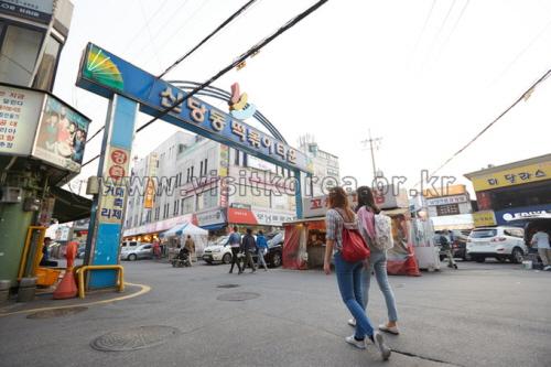 Sindangdong Tteokbokki Town (신당동떡볶이골목)