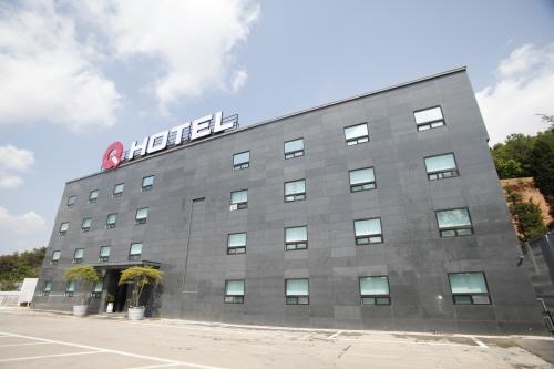 Q HOTEL - (큐호텔)